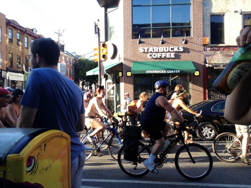 3,000 naked bike riders photo-bomb Philadelphia wedding