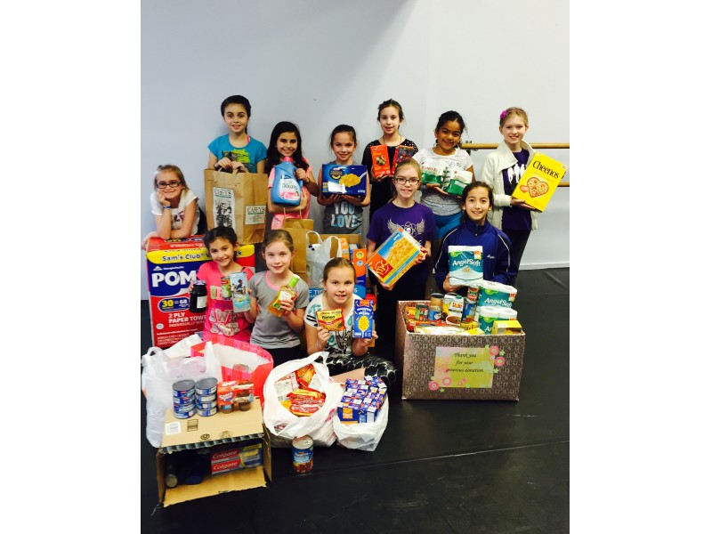 Kinetic dance company contributes to local food pantry for Woodridge food pantry il