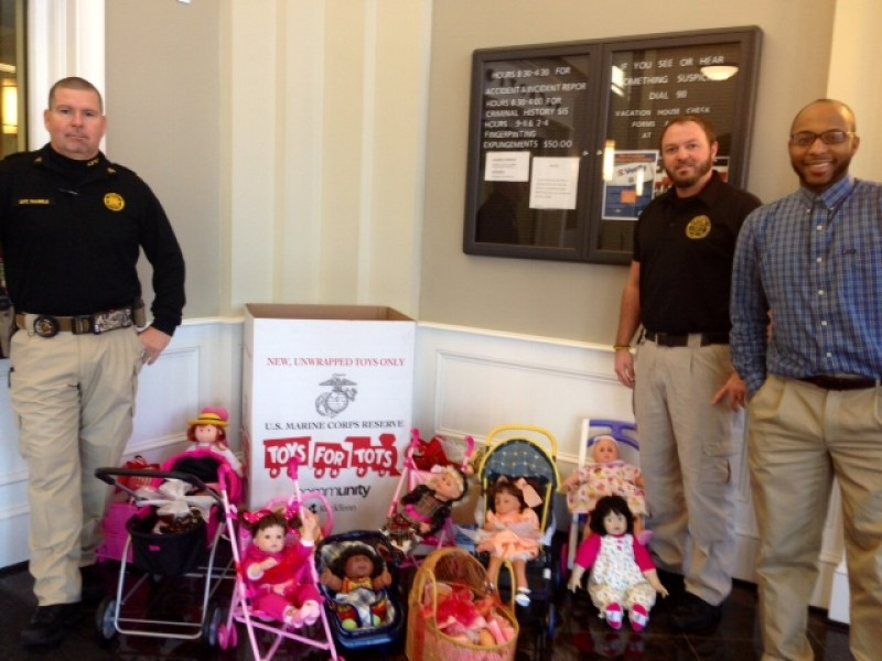 3 Friends Donate Handmade Gifts To Toys For Tots