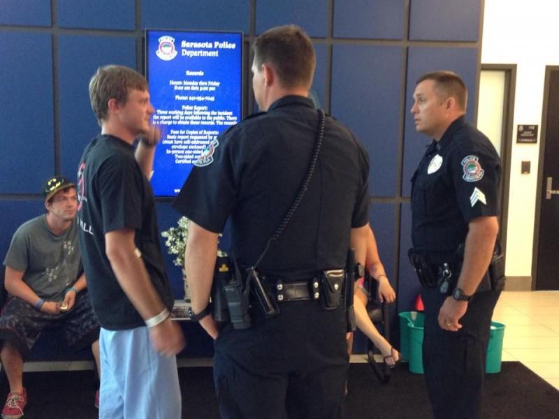 Hugs For Officers Who Saved Drowning Man S Life Sarasota