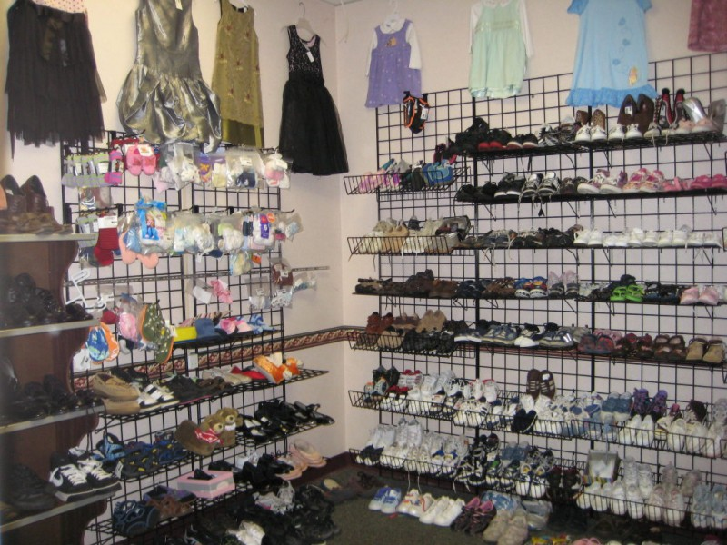 ... Whou0027s Behind The Counter: Diana Gosselin And Stacy Gosselin At Kidz  Closet  ...