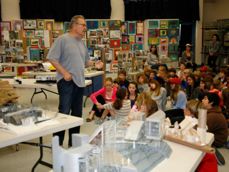 Malibu architect ed niles visits juan cabrillo school - Maison contemporaine malibu niles architecte ...