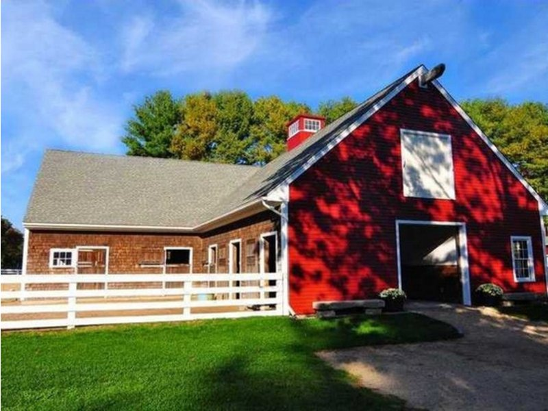 5 R.I. Homes for Sale with a Barn