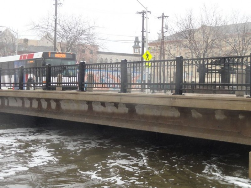 fox river flooding continues in waukesha