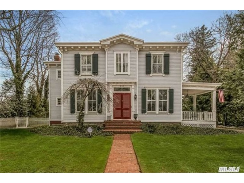 Wow House: Historic Victorian Home In Garden City