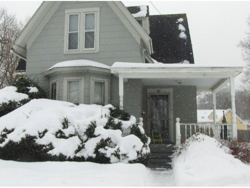 Two Bedroom Woodbridge Street Apt. Rents For $850 And Other Manchester  Rentals