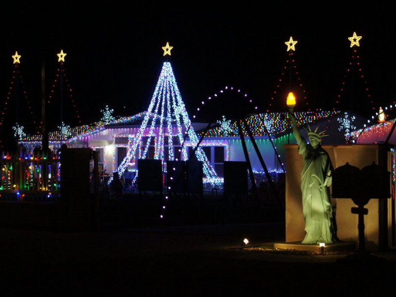 Beaumont, Cathedral City Homes Featured on National Christmas Lights Tour |  Banning, CA Patch - Beaumont, Cathedral City Homes Featured On National Christmas Lights