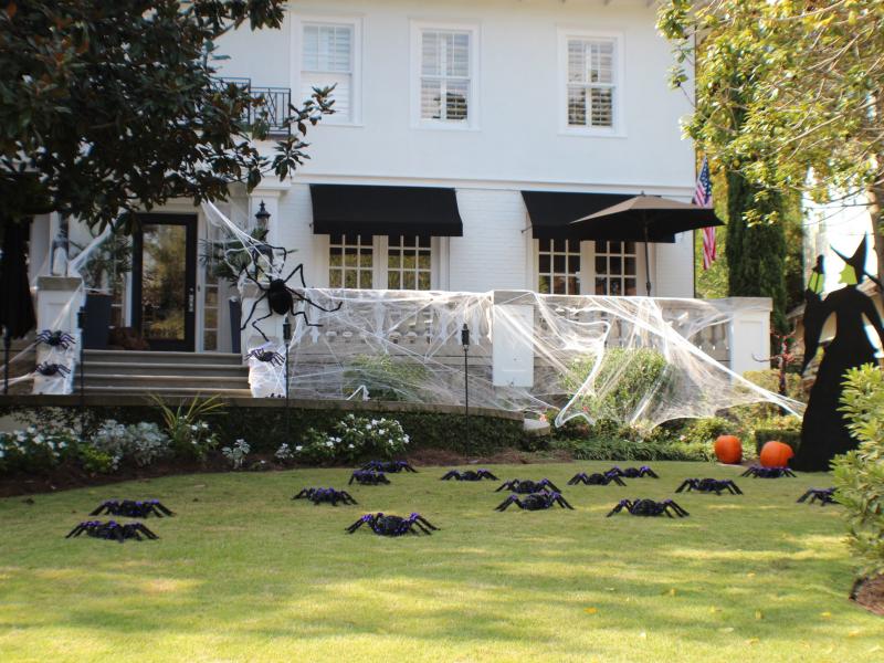 Photos Of Some Of Midtown S Best Halloween Yard Displays Happy