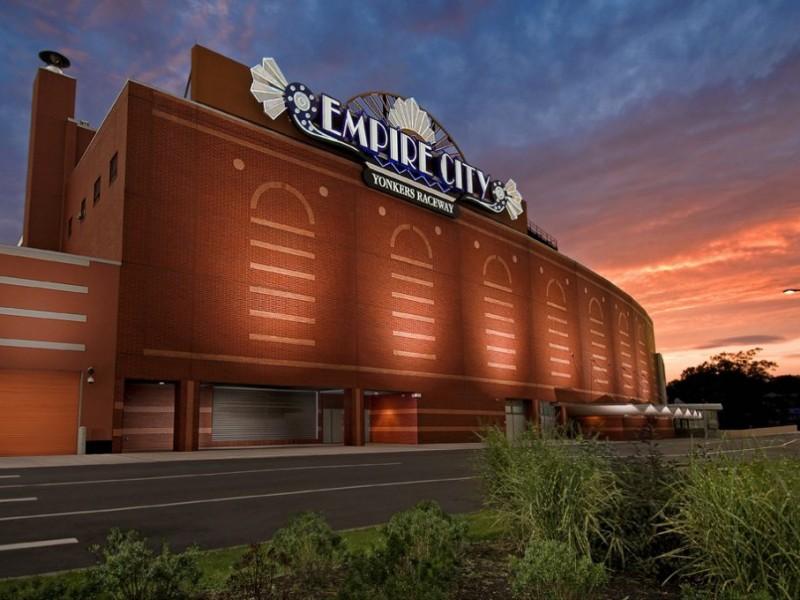 Empire city casino ny hotels near emerald queen casino