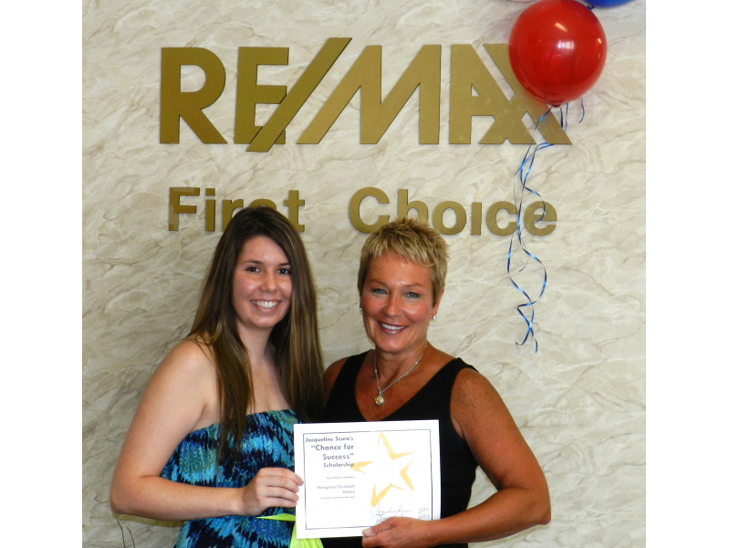 Parsippany Realtor Presents Scholarship to Local Student