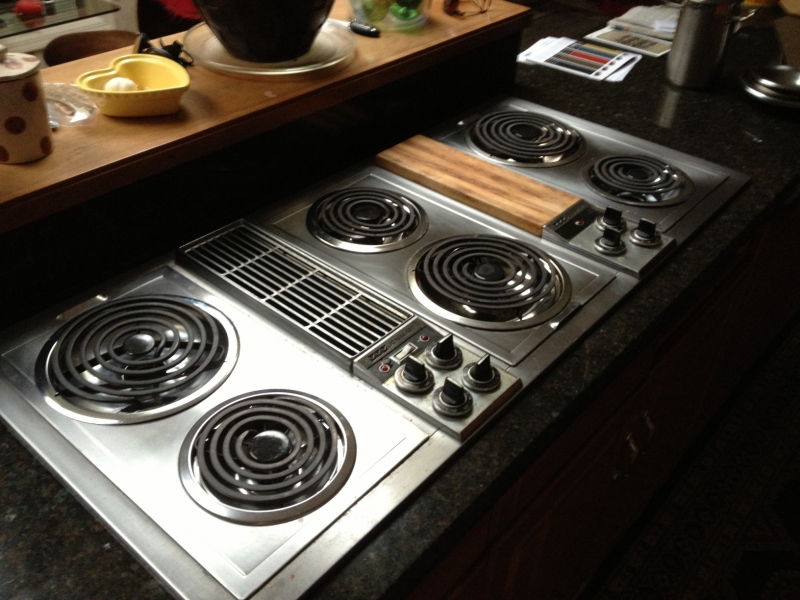 Jenn Air 6 Burner Electric Cooktop