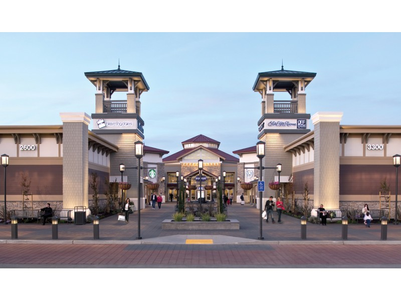 Find all of the stores, dining and entertainment options located at San Francisco Premium Outlets®.