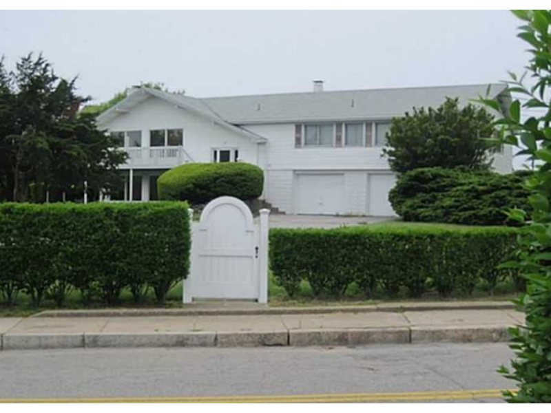 Westerly Home Next Door To Taylor Swift Going For 3 5m Tiverton