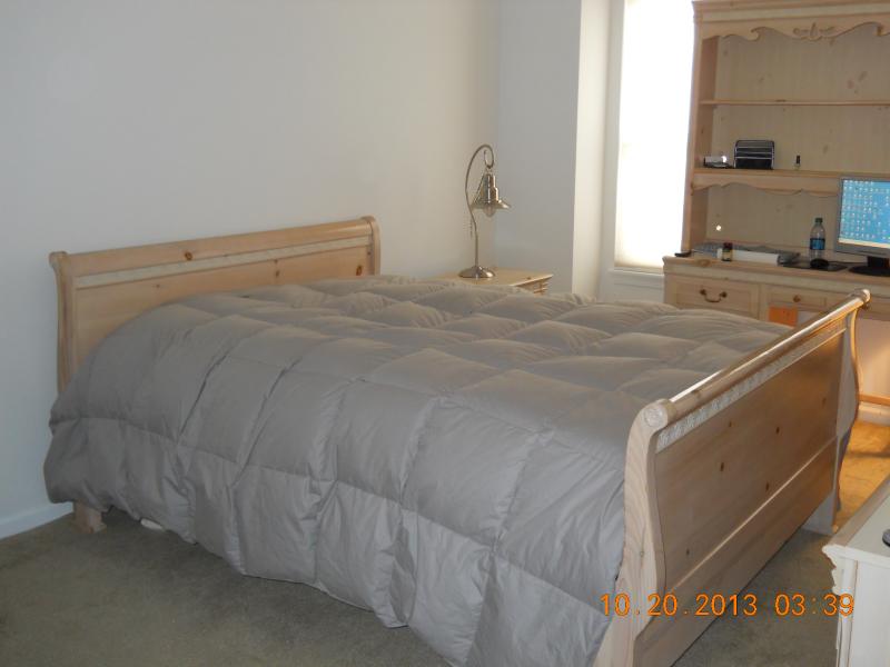 Girls 8-Piece Queen Bedroom Set: Beautiful Natural Knotty Pine ...