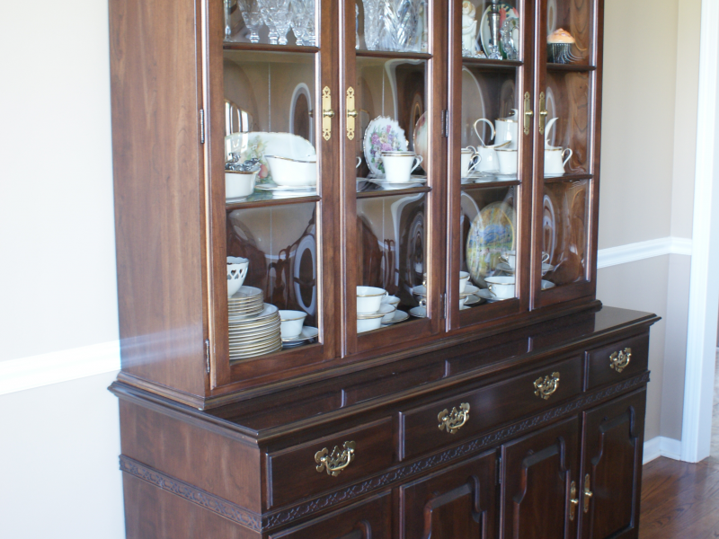 Ethan Allen Georgian Court Dining Room Table, Hutch, Chairs, Pads ...