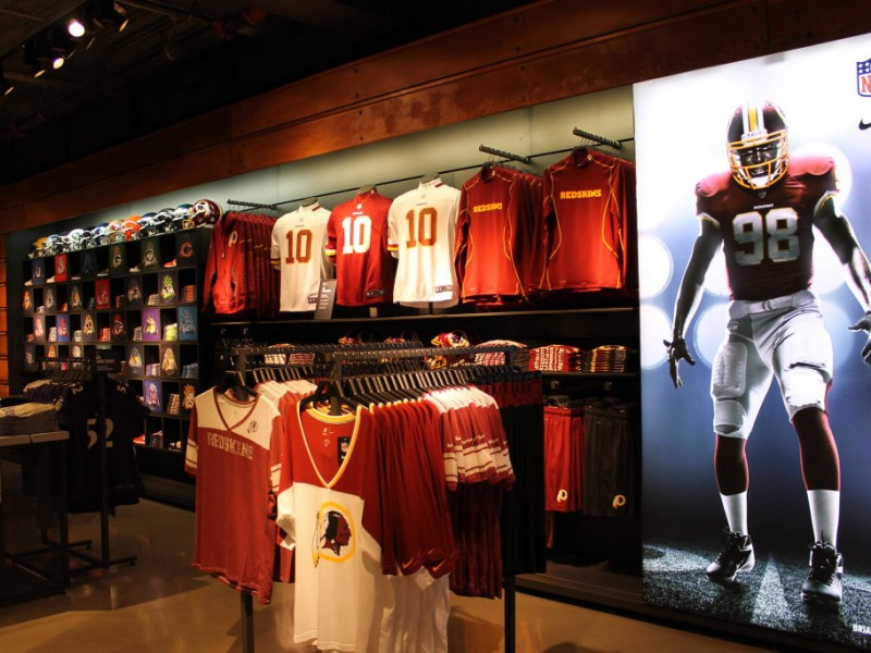 Nike Georgetown Store Opens with Fanfare 259e7f923