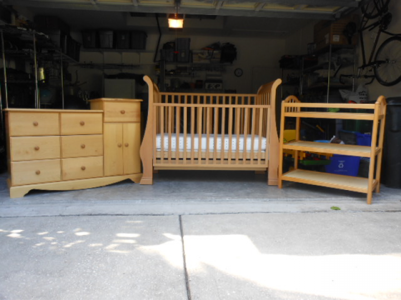 crib dresser and changing table by pali westchase fl patch. Black Bedroom Furniture Sets. Home Design Ideas