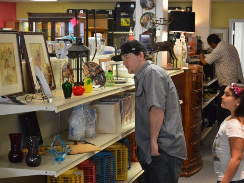Storage Wars Stars Open New Shop In Long Beach Belmont