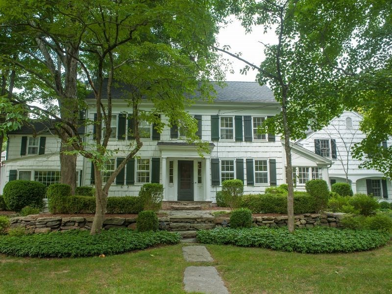 New canaan actor building house