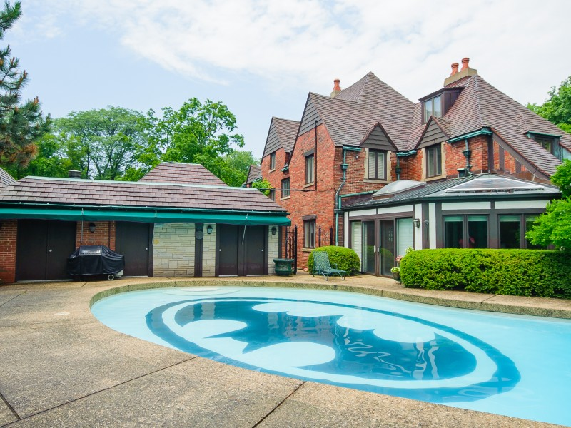 Hinsdale House With Batman Pool Sells For Million Darien Il Patch