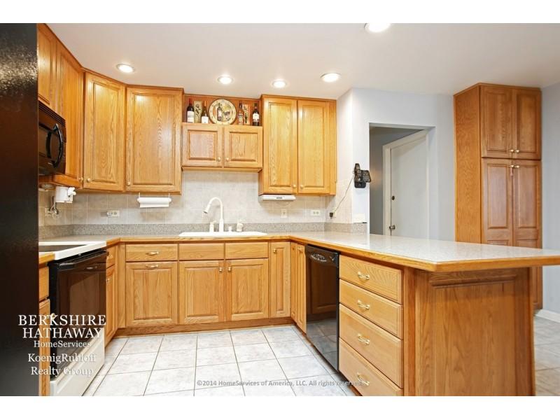 Wow House! Open Floor Plan, Eat-In Kitchen, Stone Fireplace | Oak ...