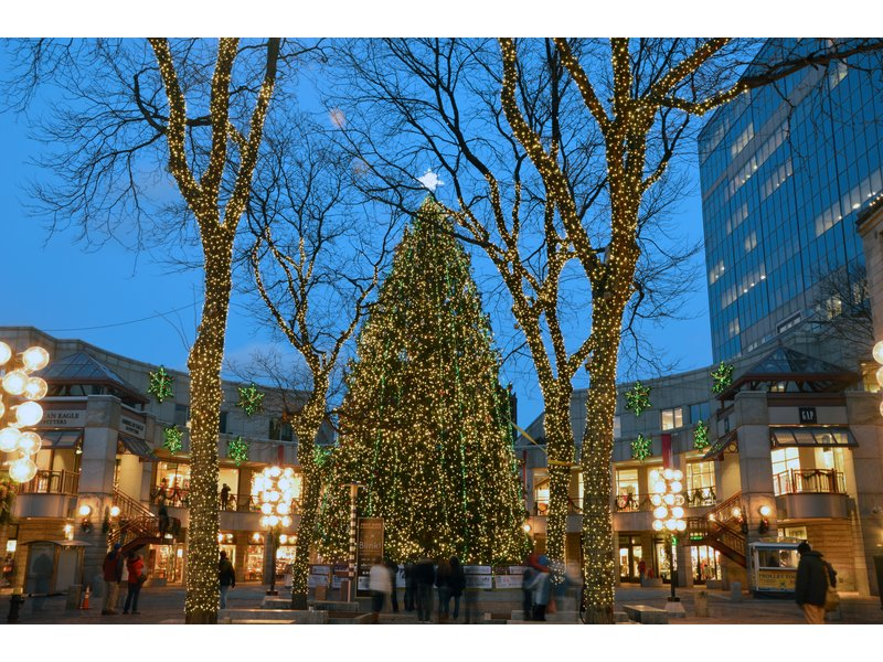 Faneuil Hall Marketplace And CBS Boston's WBZ-TV Present