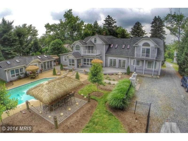 WOW House 875K Buys Gourmet Kitchen Pool House with Tiki Bar