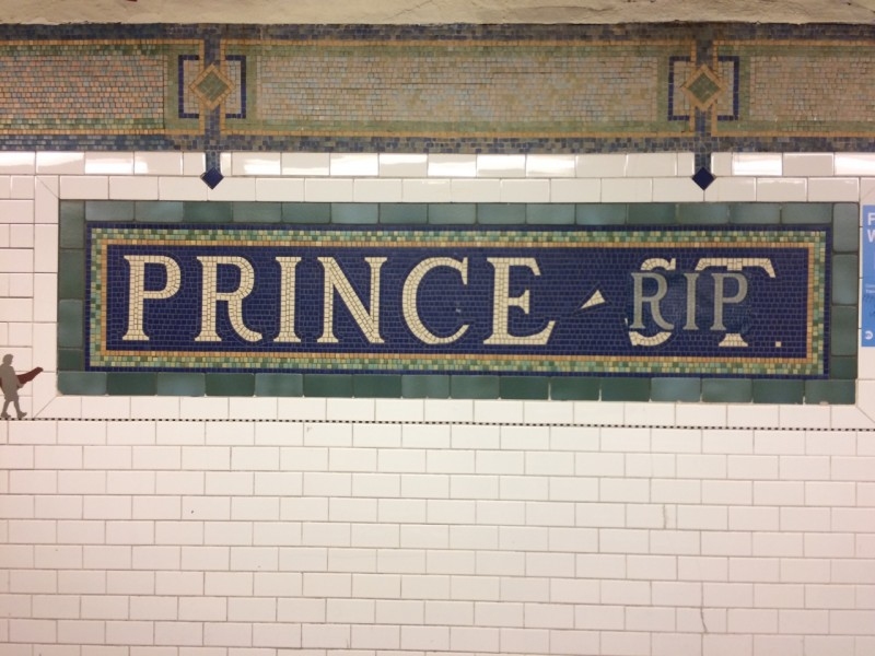 Some Beautiful Soul Turned Nycs Prince St Station Into A Tribute