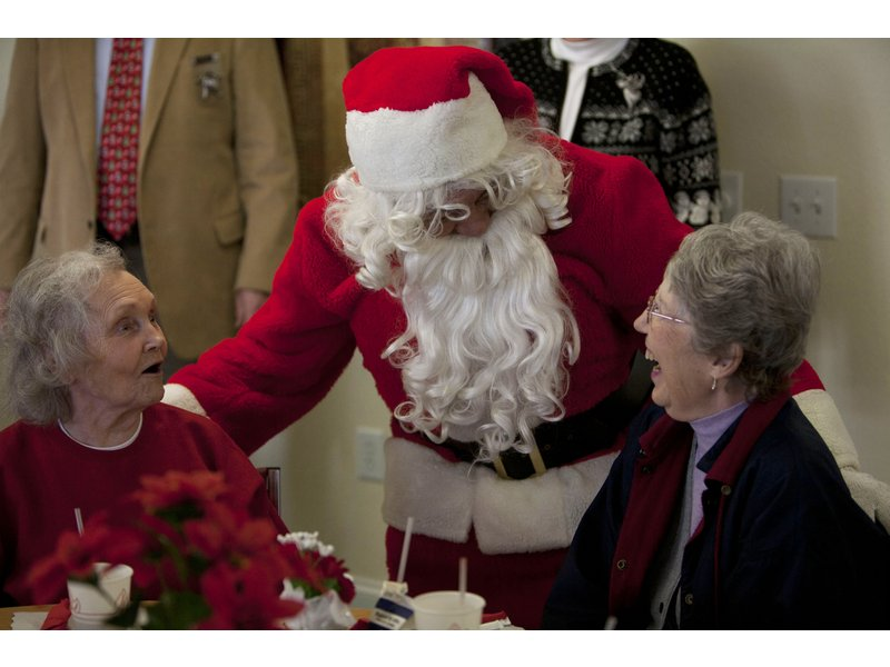 home instead senior care partners with walgreens and curry senior center to brighten holidays for 5000 - Walgreen Christmas Hours