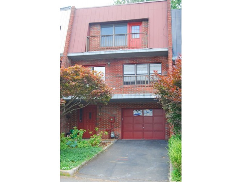 Hudson river view townhouse for rent nyack ny patch for Townhouse for rent nyc
