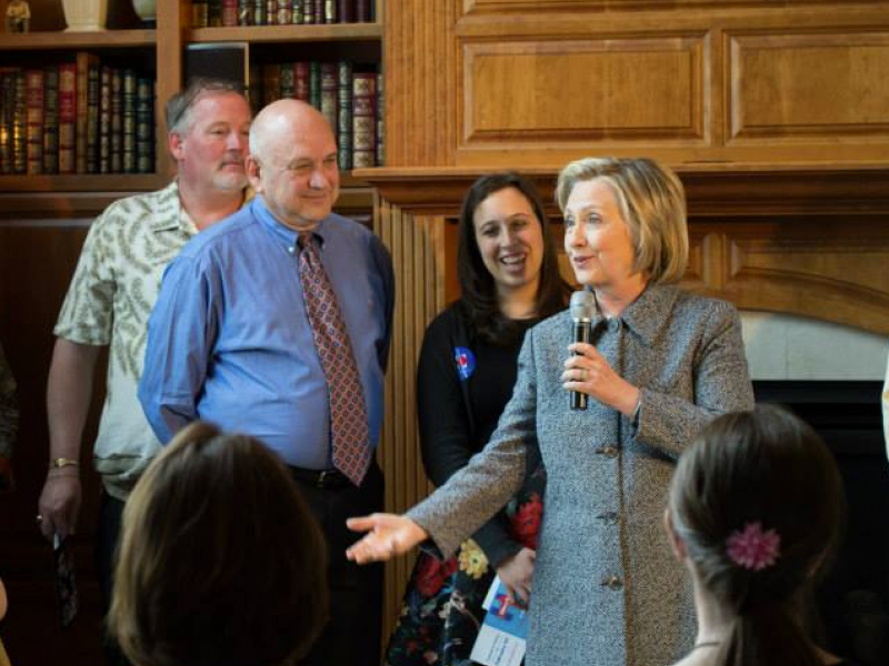 Hillary Clinton Reminisces With Park Ridge Friends Giggles Talks About Granddaughter