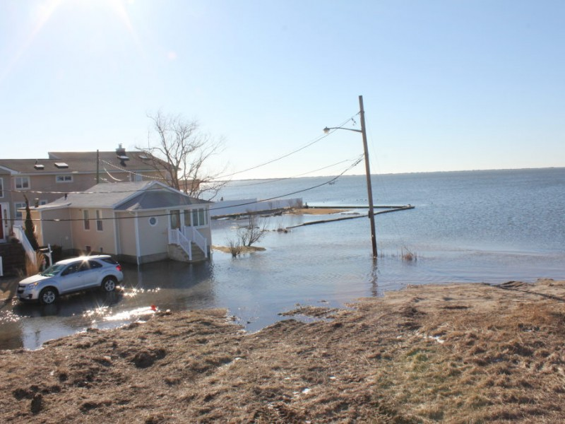 Post storm flooding plagues s lindenhurst photos for Venetian shores