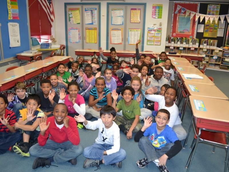 Peapods Kids Give Back Program At Helen Street School