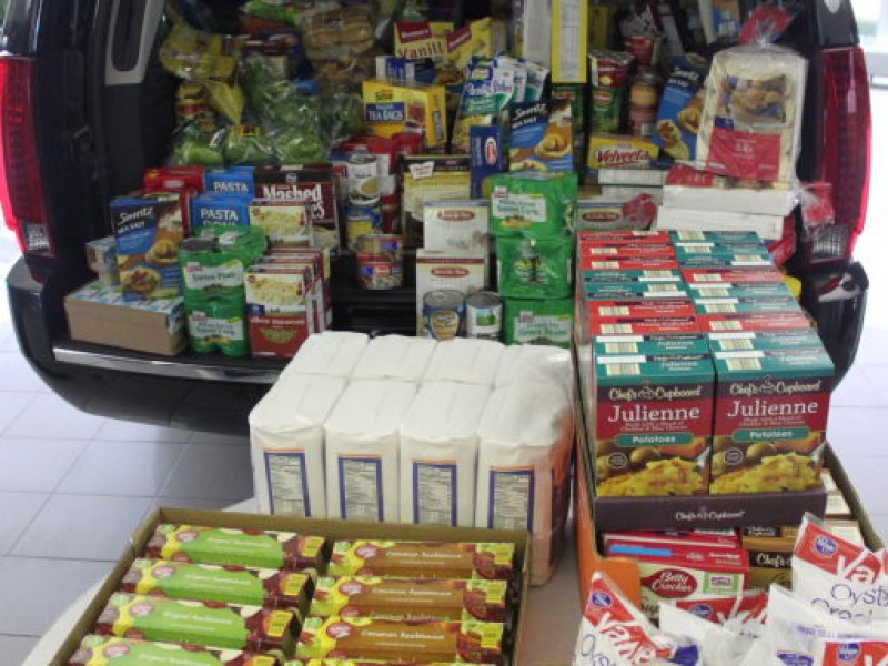 Local food pantries get help stocking up evergreen park for Woodridge food pantry il