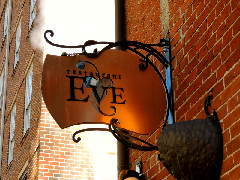 Six Alexandria Eateries Washingtonian S Top 100 List Old Town
