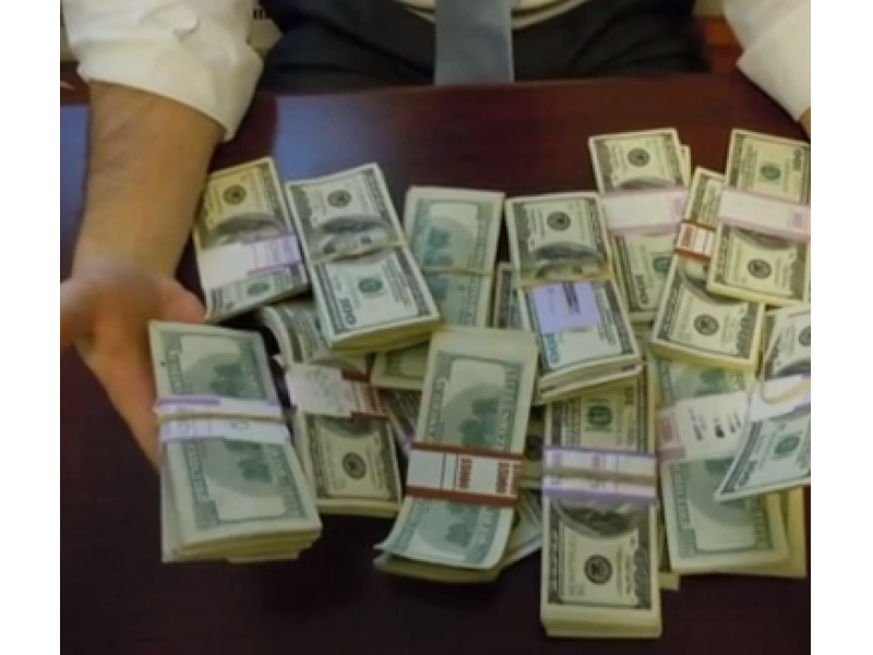 Connecticut Man Finds $98K in Desk He Bought on Craigslist