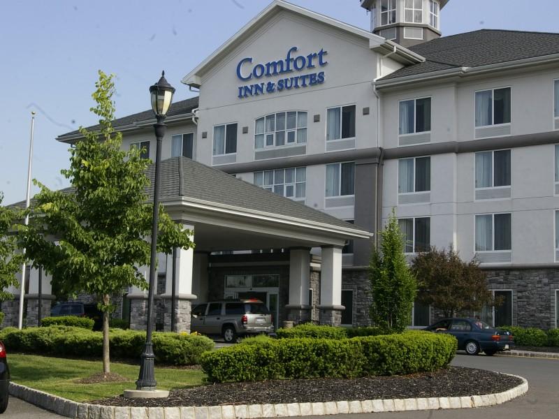 Update Man Commits In Nanuet Hotel 0