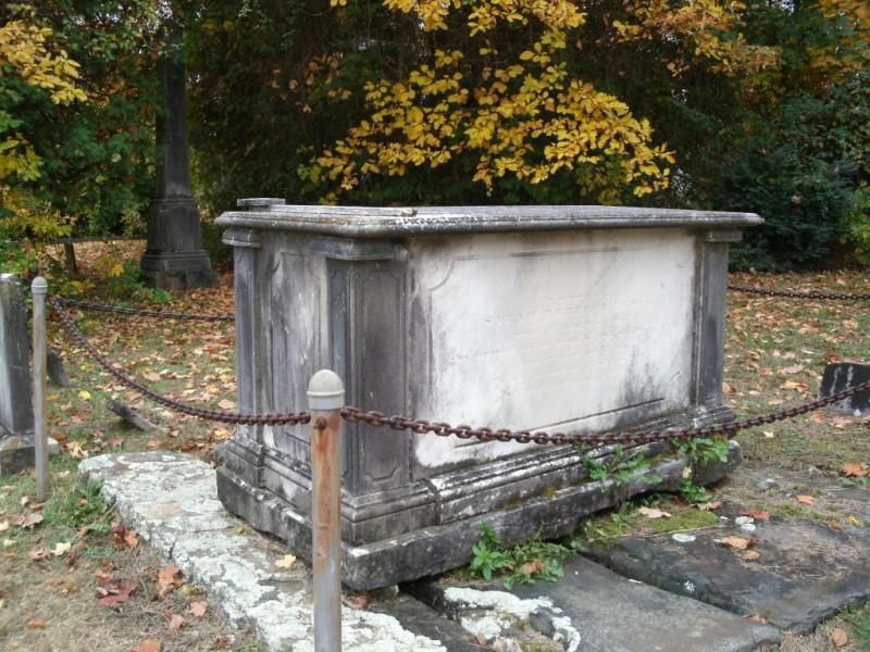 Swinging coffin grave