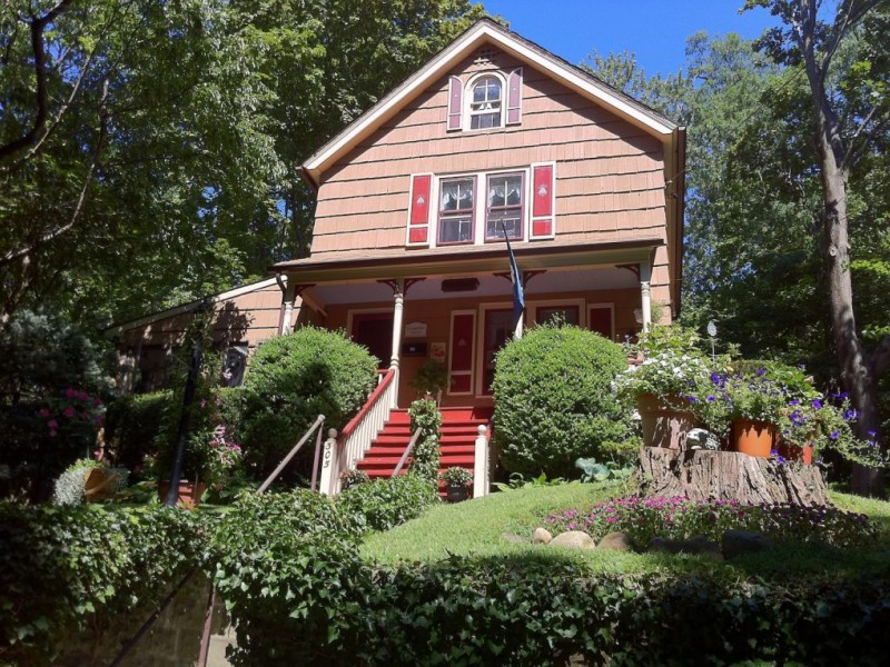 Photos historic homes walking tour port jefferson ny patch - Bus from port authority to jersey gardens ...
