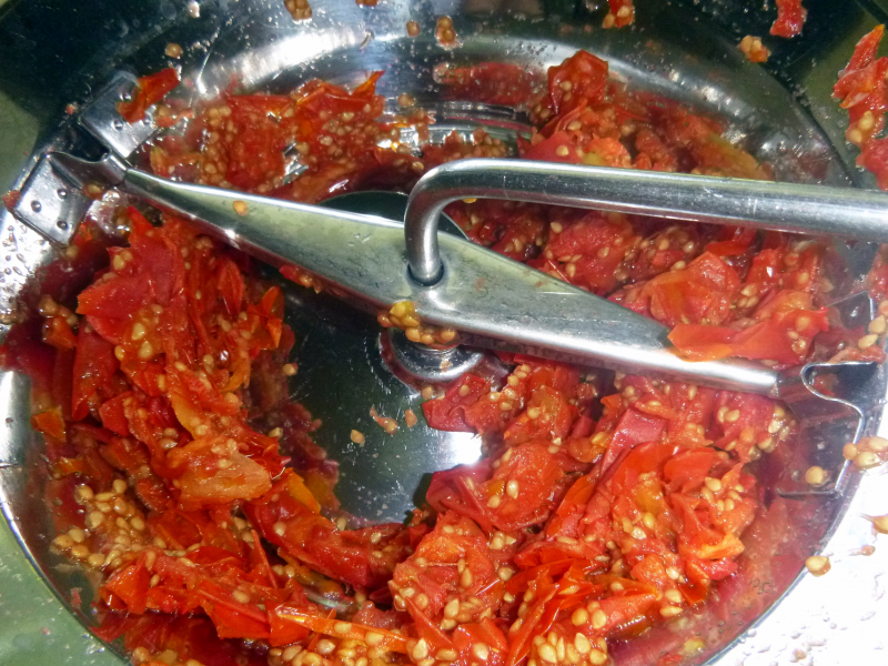how to make tomato puree from fresh tomatoes