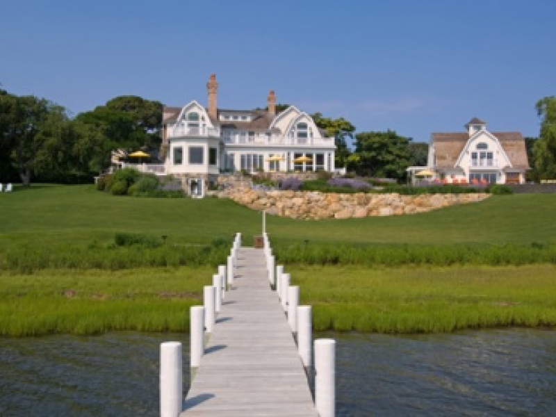 Bravo show features shelter island 39 s 39 bumblebee manor for High end real estate nyc