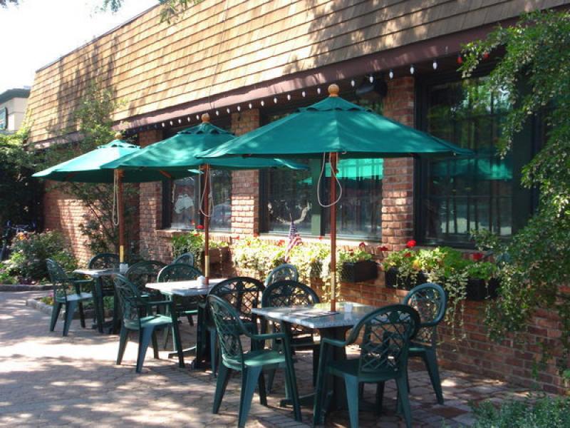 Where Do You Eat Outside In Libertyville