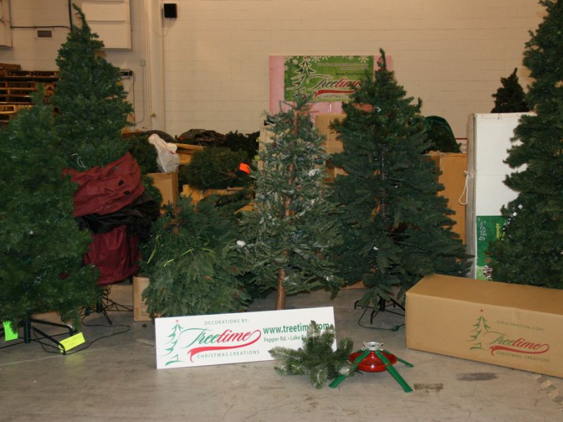 ... Residents Donate More than 900 Artificial Trees to Benefit Goodwill-0  ... - Residents Donate More Than 900 Artificial Trees To Benefit Goodwill