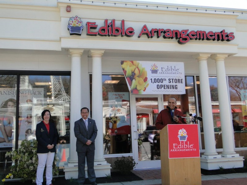 Edible Arrangements is a fast-growing company in the last 5 years and is listed in the Fortune fastest growing company year after year It specializes in hand-sculped fruits such as pineapples, cantaloupes, honeydews, strawberries, grapes to create a floral-like bouquet.