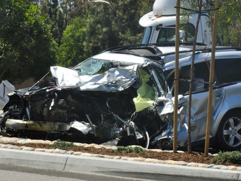 Mercedes Laguna Niguel >> 1 Dead in Three-Vehicle Crash on El Toro Road | Lake ...