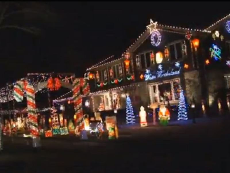 These Naperville Christmas Light Shows Will Put You in the Holiday ...
