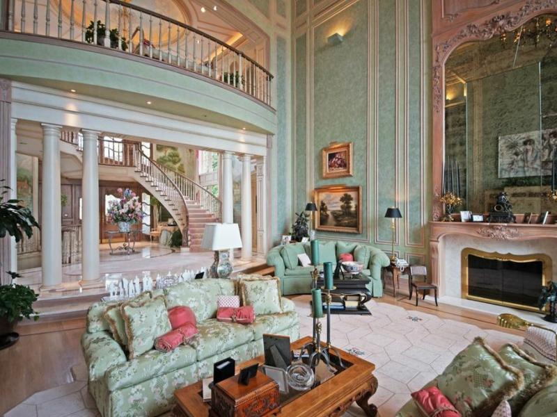 Take A Look Inside Of The Art Van Elslander Home