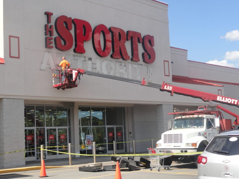 Sports Authority Re Opening On Saturday In Braintree Braintree Ma