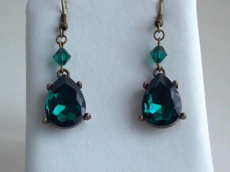Found It On Etsy Swarovski Green Crystal Drop Earrings