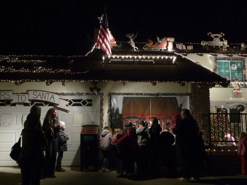 Local Christmas Displays Light Up Night Fountain Valley